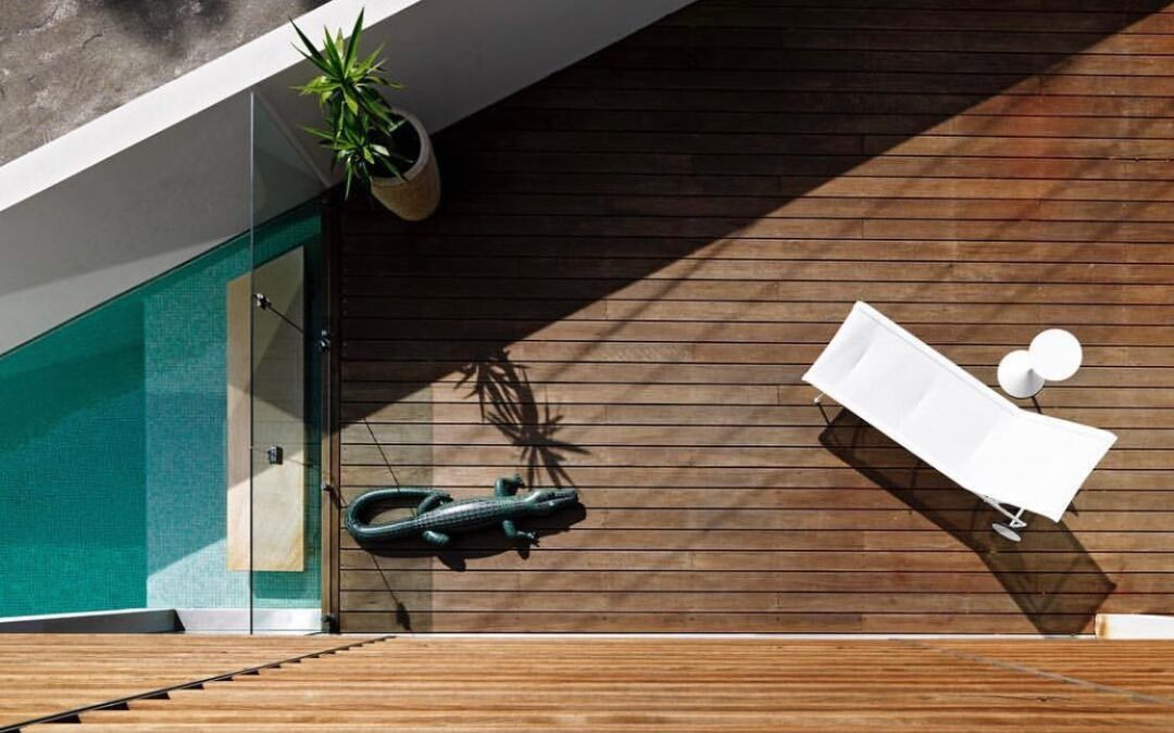 A simple comparison between composite vs hardwood timber decking